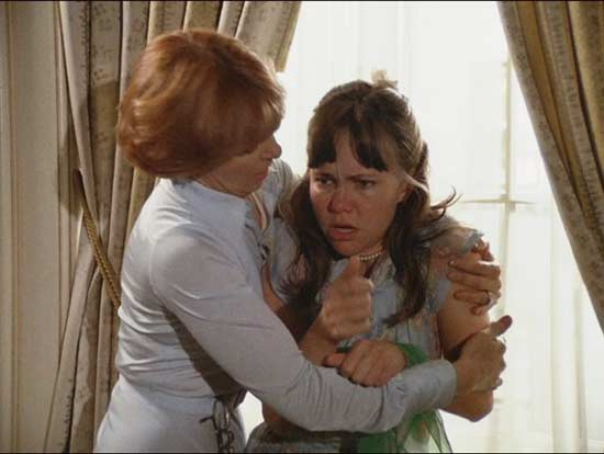 sybil-1976-sally-field-joanne-woodward-window.jpg